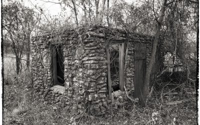 Ruins of an old Sinclair gas station